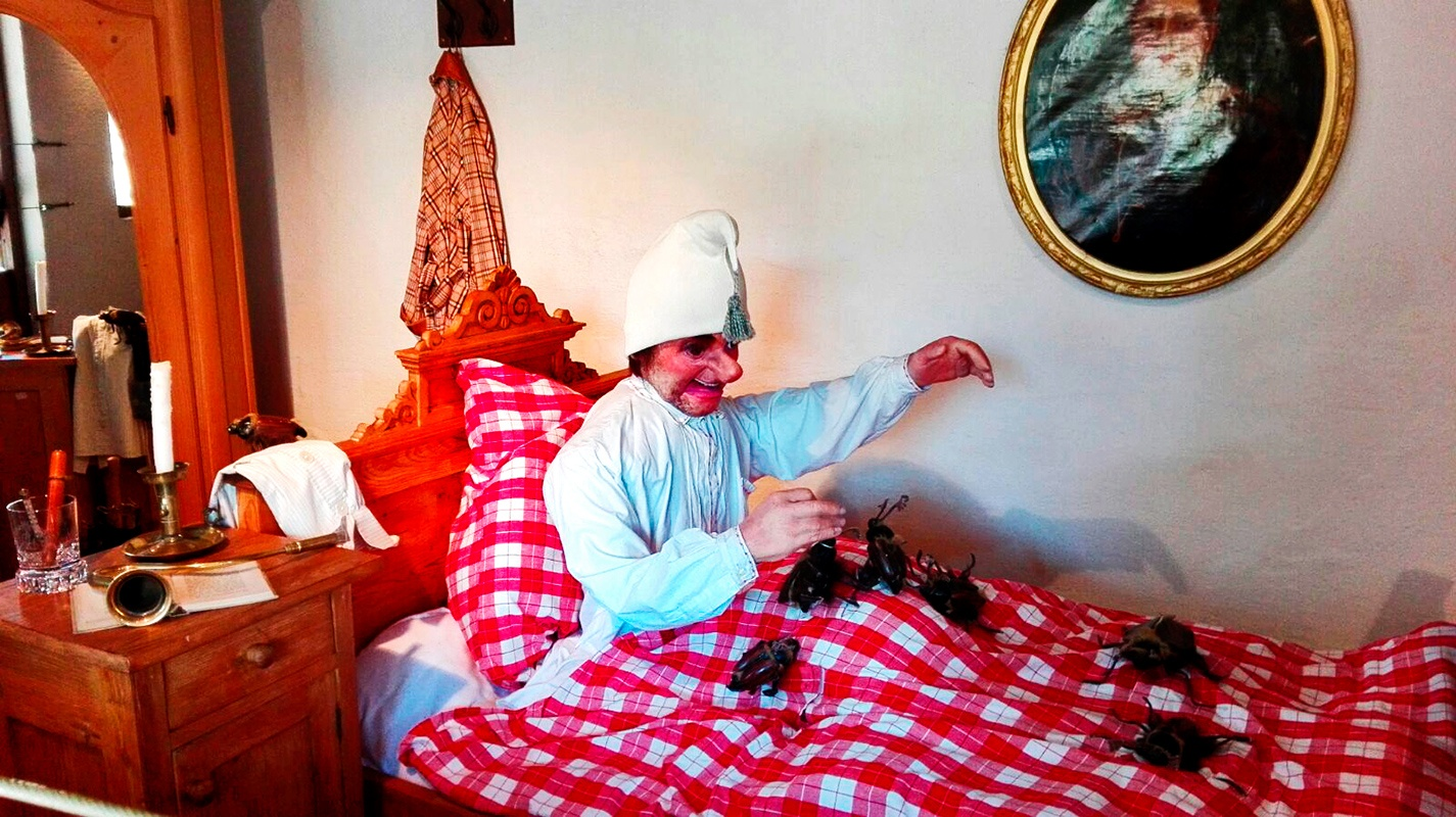 Muñeco levantado cama cuento alemán cucarachas Märchengarten Selva Negra Alemania