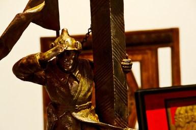 Escultura capitán doblegando brazo Museo Ruso de San Petesburgo Málaga