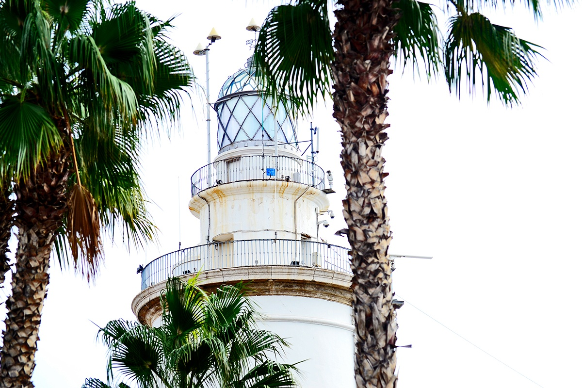 Faro puerto Málaga primer plano