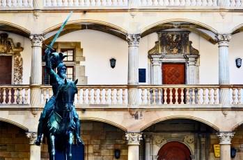 Estatua escultura ecuestre interior plaza Altes Schloss Stuttgart