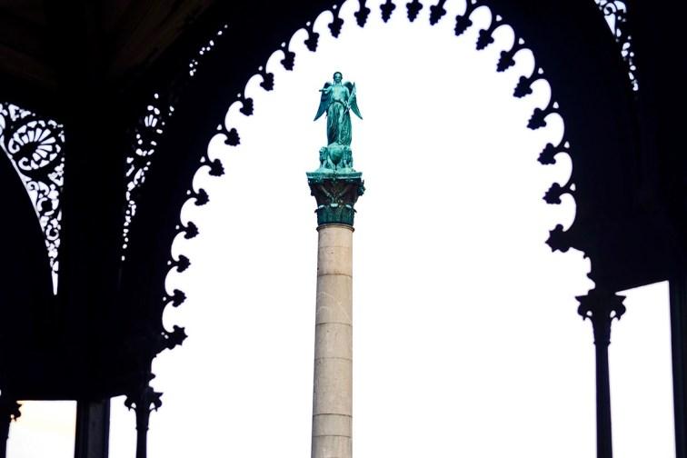 Columna Jubilaumssaule centro histórico Stuttgart Alemania
