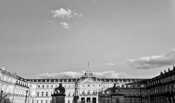 Fachada Palacio Nuevo Schlossplatz Stuttgart blanco y negro