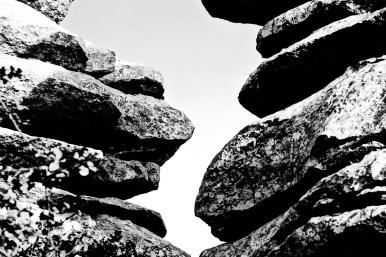 Piedras apiladas El Torcal blanco y negro