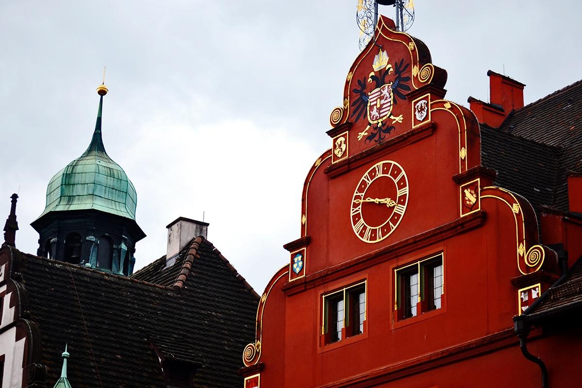 Fachada roja Casa Ballena Freiburg