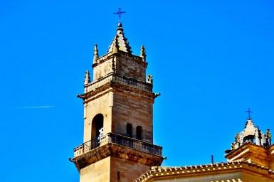 Torre Iglesia San Andrés cielo Elciego Álava