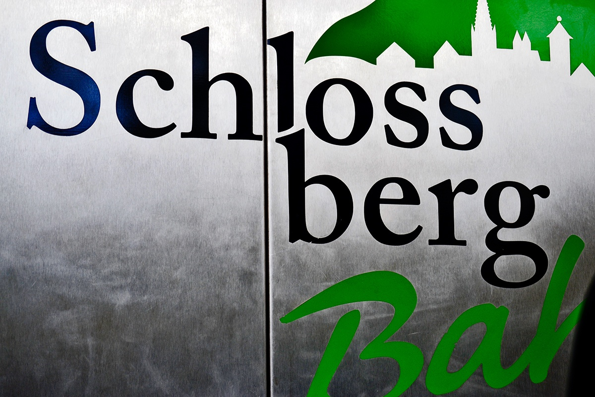 Letras puertas funicular Schlossberg Bahn Friburgo Alemania