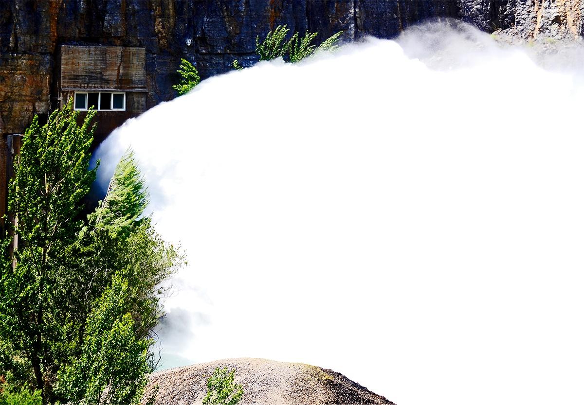 Salida chorro agua presa Montanejos