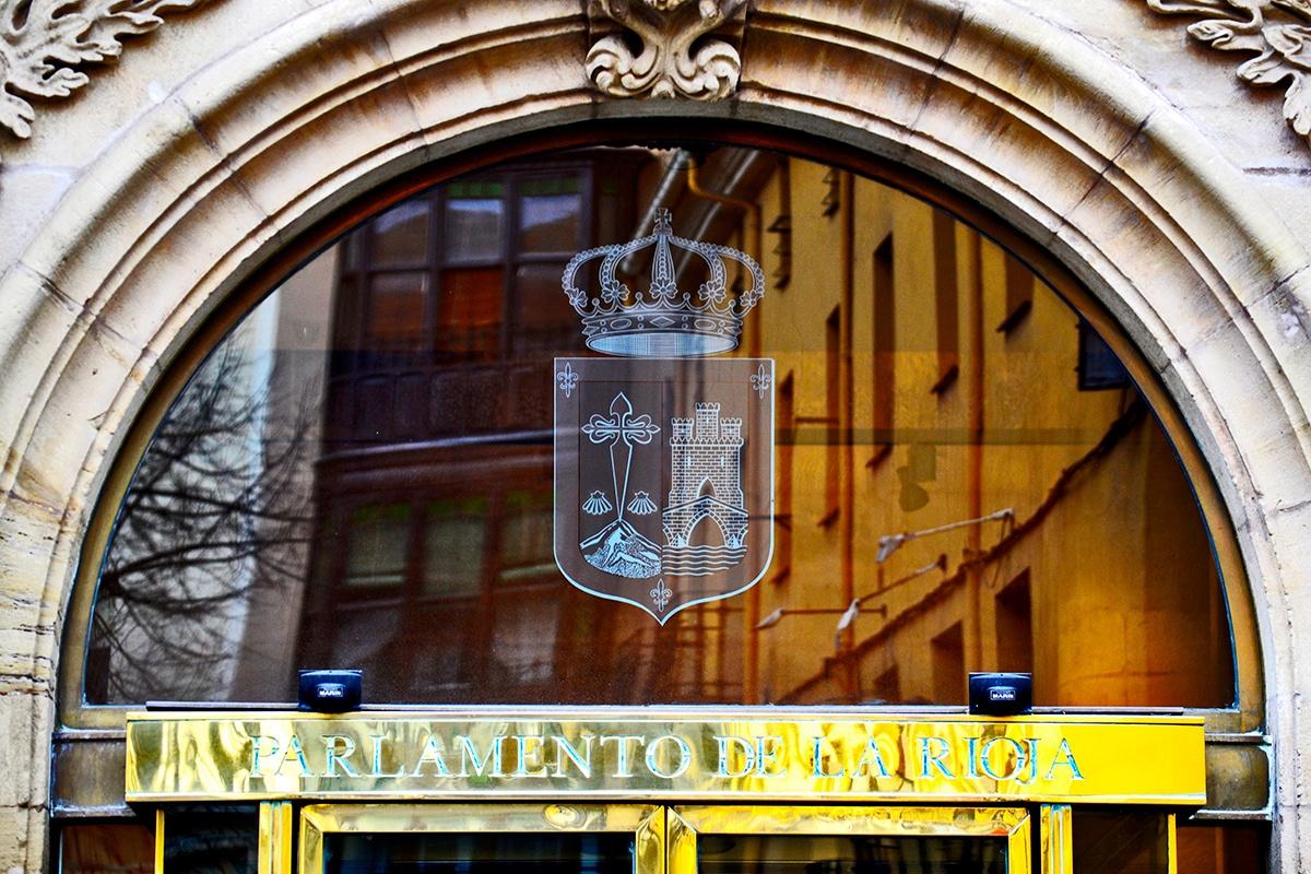 Escudo puerta Parlamento de la Rioja