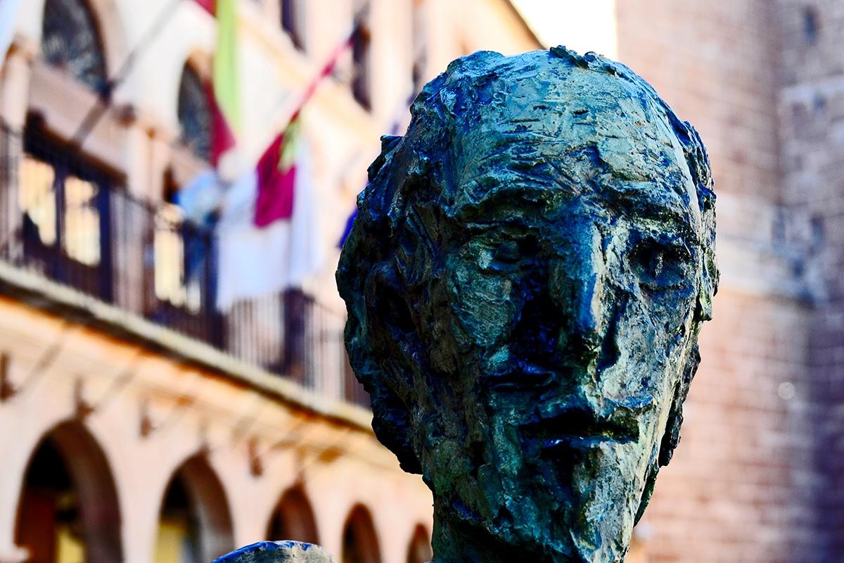 Rostro escultura Don Quijote Plaza Mayor Villanueva de los Infantes