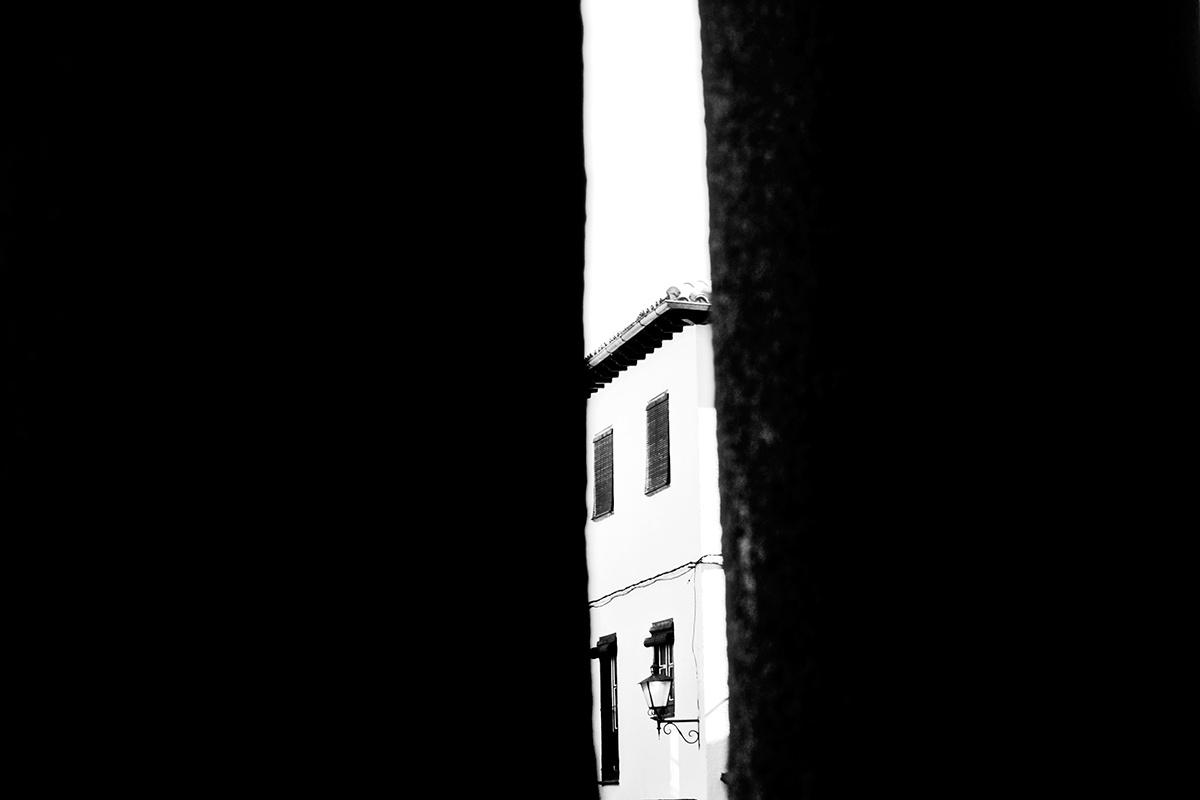 vivienda entre muros La Alberca blanco y negro