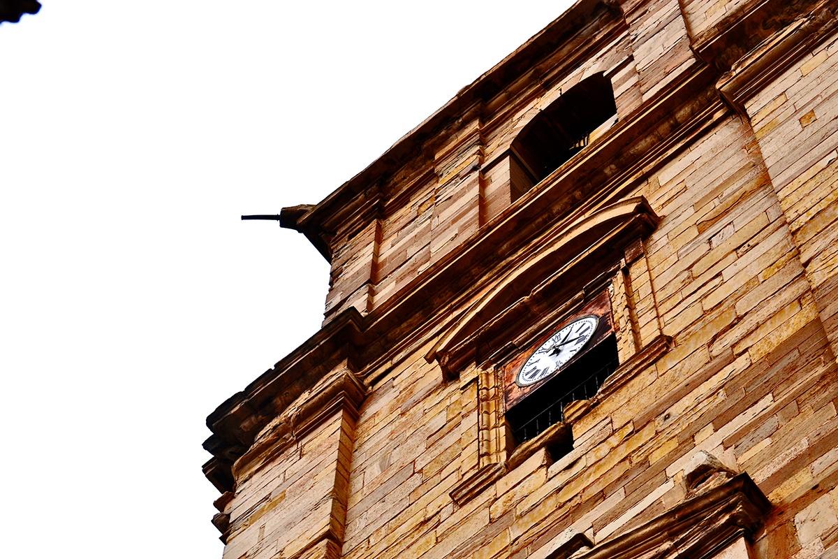 Detalle torre reloj Iglesia Navarrete