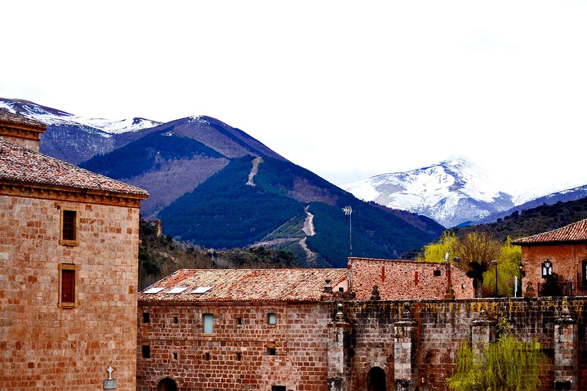 Montaña nieve Monasterio Yuso