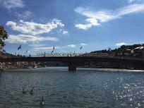 vista del puente desde la orilla del Mossa