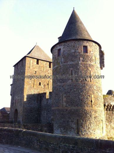 entrada al Castillo, torreones custodios