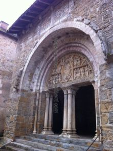 magnífico pórtico de la Iglesia Saint Pierre