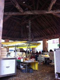 mercado rústico cubierto en plaza ayuntamiento