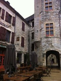Plaza del Ayuntamiento, arco entrada a patio; puerta Escuela Música