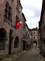 Ayuntamiento, en el burgo, cerca de la puerta defensiva anterior