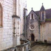 patio de las iglesias, desde la plaza de acceso a la Virgen Negra