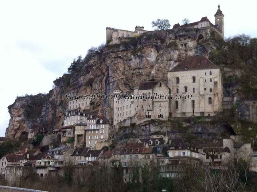 preciosa visión de Rocamadour, desde el otro lado del río Alzou; nos despedimos de un lugar embriagador y fascinante, y, sobre todo, de extraordinaria espiritualidad