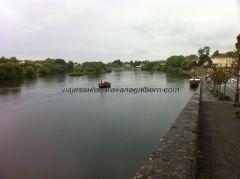entrañable compañero de viaje, Dordogne nos recibe y riega Bergerac, permitiendo también paseos en gabarra sobre sus aguas