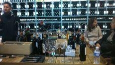 en esta tienda compramos 3 Grand Cru de 2001, numerados; tienen oferta amplia e interesante, y la posibilidad de degustar y catar con todos los mandamientos algunos vinos