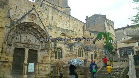 iglesia rupestre excavada en la roca