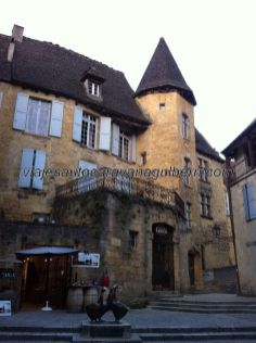 Manoir de Gisson, casa señorial visitable, en la plaza de las ocas