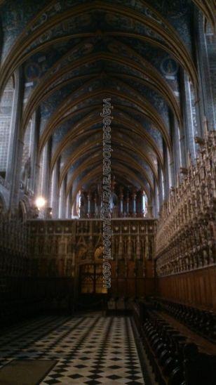 singular coro, lo más destacable de la catedral, protegido por la ornamentada bóveda