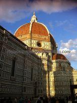 lateral de Santa María di Fiore, con la presumida cúpula de Brunelleschi