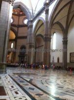 austero interior, donde sólo destaca, además de las grandes proporciones, el suelo de mármol toscano