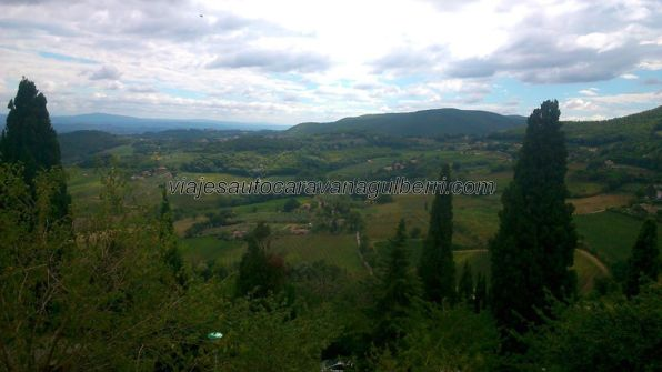 nos despedimos de Montepulciano con una típica y preciosa imagen de la Toscana