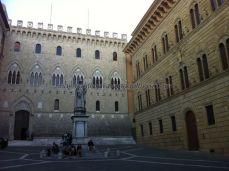 entramos en Siena, camino de su centro histórico