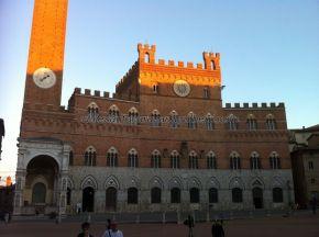 Palazzo Pubblico, sede del ayuntamiento, y museo, en Piazza di Campo