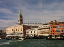 Palazzo Ducale, corazón político de Venezia a lo largo de su historia, detrás il Campanile de San Marco