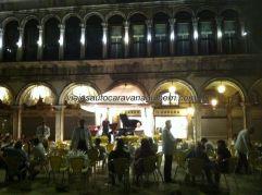 algunas terrazas ofrecen a sus clientes conciertos de música clásica en directo, una verdadera gozada!