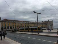 moderno tranvía en Praça do Comercio