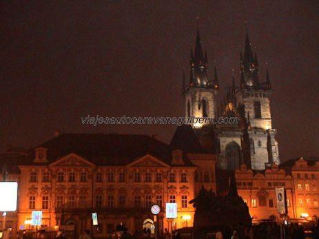 Plaza Ciudad Vieja por la noche