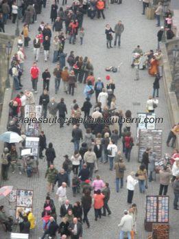 turistas y artistas.....