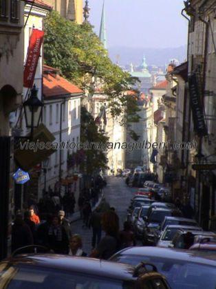 calle Nerudova, llegando al Castillo Praga
