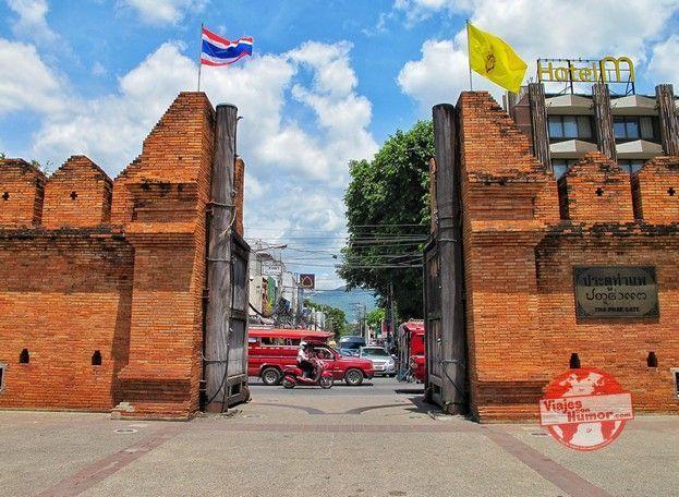 puerta pad thae muralla chiang mai