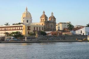 Cartagena: Ciudad colombiana llena de historia, cultura y playas únicas.
