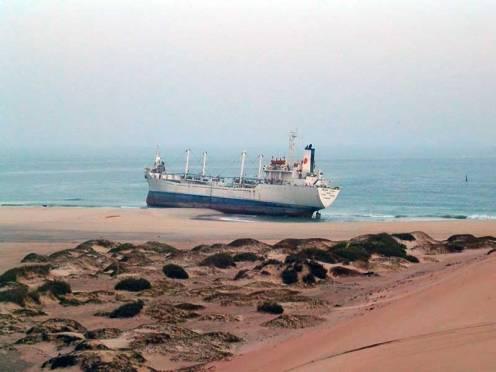 United Malika varado en las playas de Nuadibú