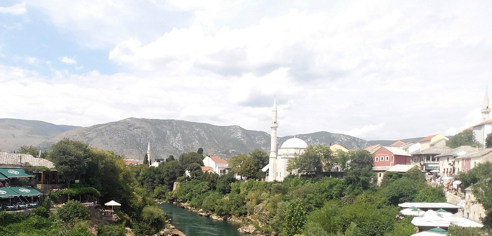 INCREÍBLE SALTO DESDE EL PUENTE STARI MOST, MOSTAR (BOSNIA HERZEGOVINA)
