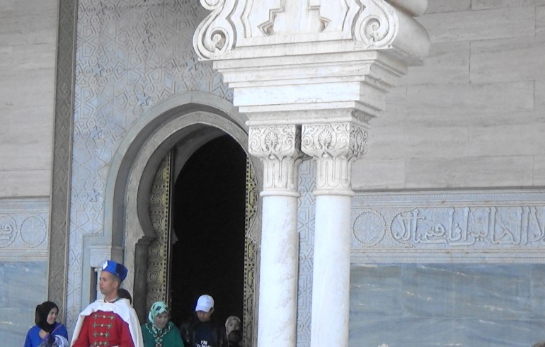 Guardia Real custodiando el Mausoleo Mohamed V. Rabat (Marruecos)