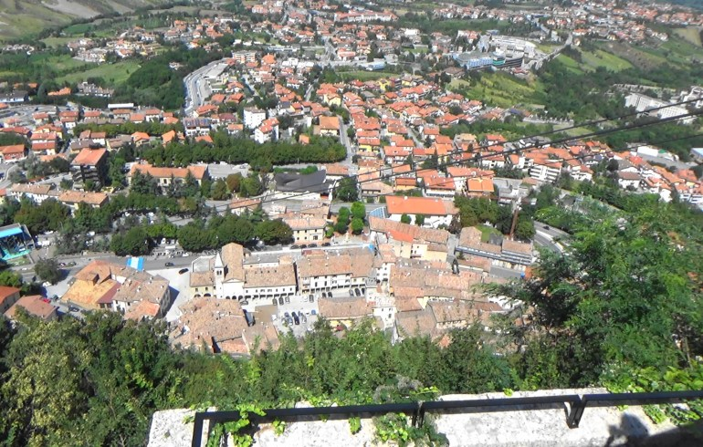 Vistas desde lo alto del monte Titano. San Marino.