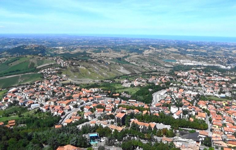Vistas desde San Marino, al fondo el mar Adriático.