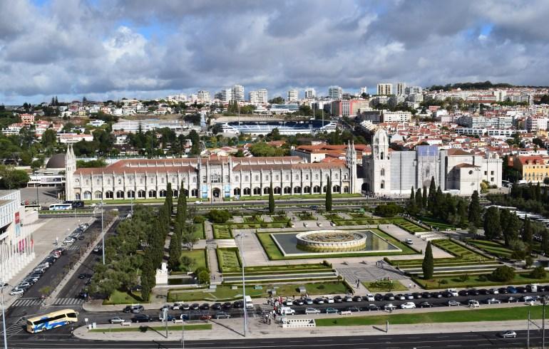 Vistas del Mosteiros dos Jerónimos, desde el Padrão dos Descubrimentos. Lisboa (Portugal)