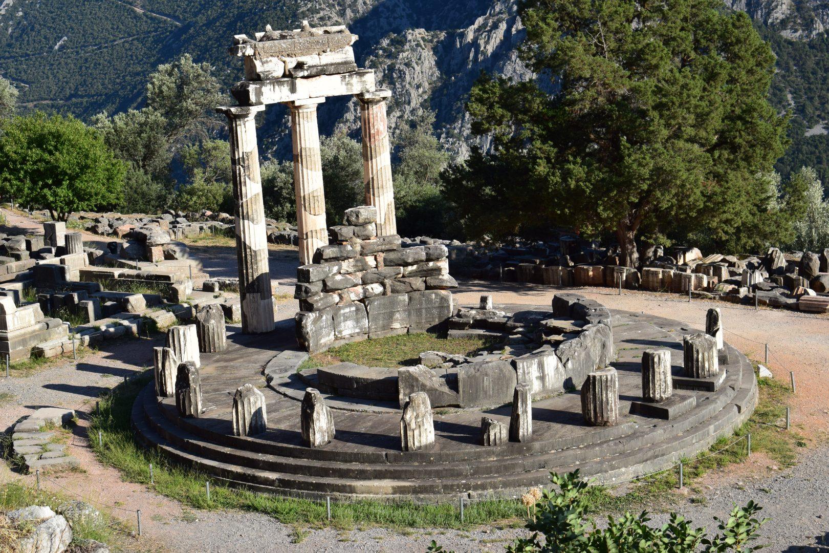 DELFOS (GRECIA)                                          EL OMBLIGO DEL MUNDO