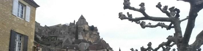 En lo alto la Iglesia Notre Dame de l´Assomption. Beynac et Cazenac (Francia)